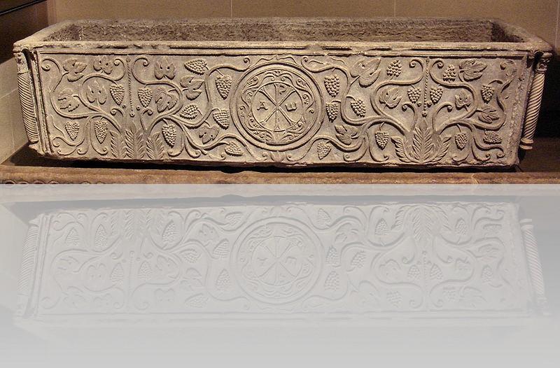 800px-sarcophagussoissonfrance6thcentury.jpg
