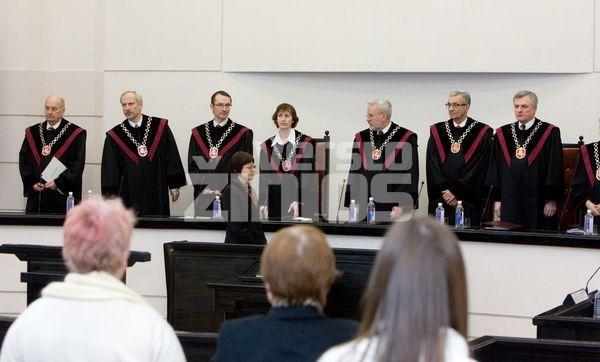 2009 01 08. Konstitucinio teismo posėdis. Iš kairės teisėjai: Romualdas Kęstutis Urbaitis (NUO 2011 04 mėn.- Konstitucinio Teismo pirmininkas), Algirdas Taminskas, Egidijus Šileikis, Ramutė Ruškytė, Kęstutis Lapinskas - teismo pirmininkas, Zenonas Namavičius ir Pranas Kuconis.(teisėjai Kęstutis Lapinskas ir Zenonas Namavičius 2011 03 mėn. baigė kadenciją). Juditos Grigelytės nuotr.